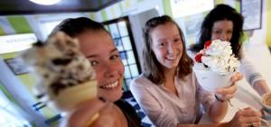 psychology summer camp students enjoying a treat after class